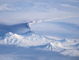 Volcán en erupción en Kamchatka desde la Estación Espacial Internacional