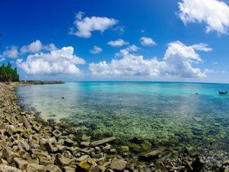 Costa rocosa de Tuvalu - por Tomoaki Inaba